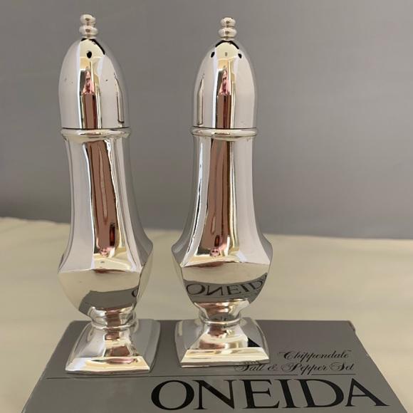 NIB ONEIDA Silverplate Salt & Pepper Shakers.